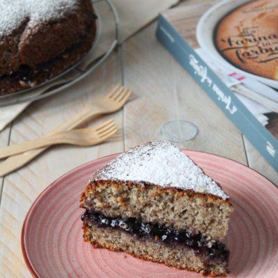 Torta con farina di grano saraceno e marmellata di mirtilli neri