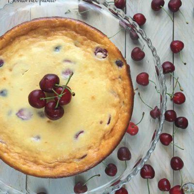 Cheesecake con ciliegie e cioccolato bianco