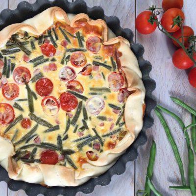 Quiche con pomodorini, fagiolini e prosciutto cotto
