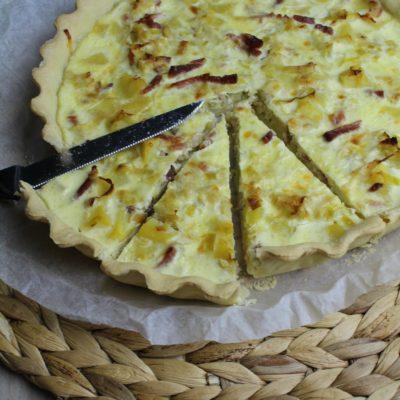 Torta salata con porri, patate e speck