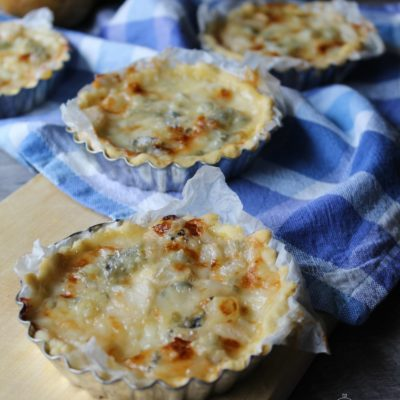 Crostatine con pere e gorgonzola