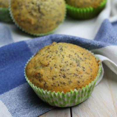 Muffin con sciroppo d'acero, noci e semi di papavero