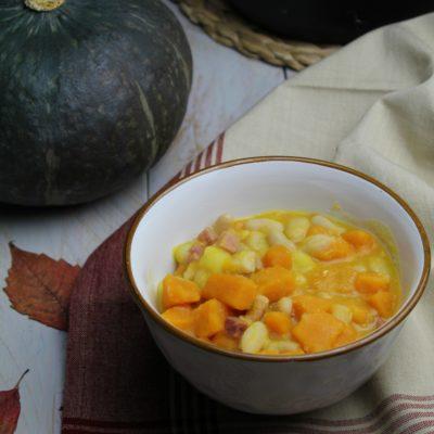 Zuppa con zucca, patate e fagioli cannellini