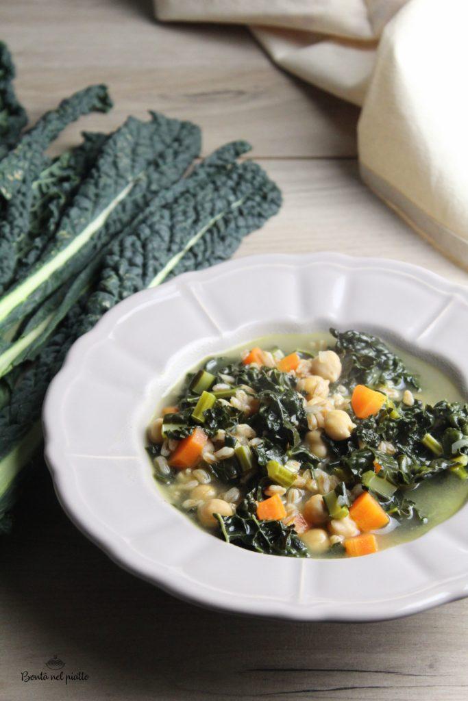 Zuppa di farro con cavolo nero, carote e ceci